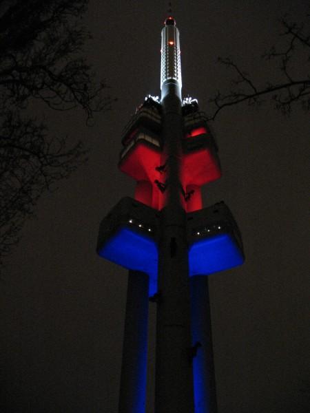 Жижкова башня ночью
